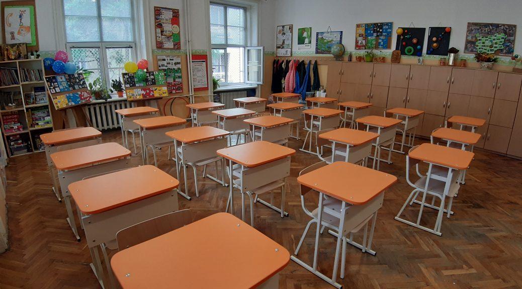 Прекрасно оборудвани класни стаи очакват нашите първокласници.